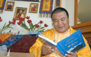 b_300_0_16777215_00_http___www.dzogchenlineage.org_images_khenpo-open-book.jpg