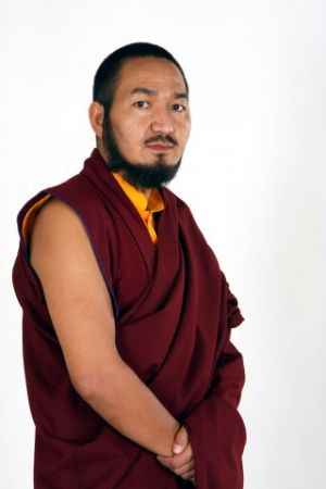 b_300_0_16777215_00_images_stories_khenpo_la_2.jpg
