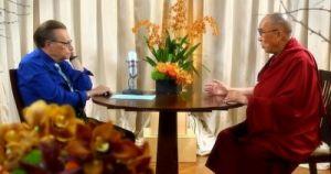 Его Святейшество Далай-лама и телеведущий Лари Кинг, США