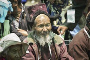 Участники посвящения Калачакры слушают Его Святей- шество Далай-ламу. Фото: Мануэль Бауэр.