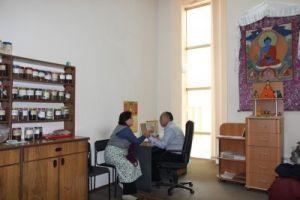 Центральный хурул Калмыкии, кабинет тибетской медицины, доктор  С.Г. Кукеев