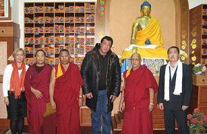 Знаменитый актер и практикующий буддист Стивен Сигал получил российский паспорт из рук Владимира Путина