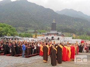 В монастыре Юньмэньсы завершился молебен Шуйлу 2013 года (за всех живущих и ушедших на суше и на море)