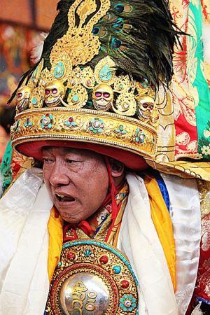 Интервью с Досточтимым Нечунгом, государственным духовным советником Далай-ламы