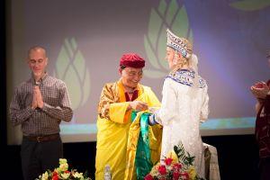 В Москве в Центральном Доме Литераторов состоялась презентация книги Его Святейшества Гьялванг Друкпа «Счастье – это состояни