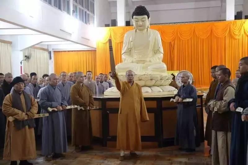 Зимний ретрит в монастыре Юньмэнь Китая