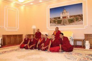 Делегация Нгари Канцена монастыря Дрепунг Гоманг в центральном хуруле РК, фото Н. Шалдуновой